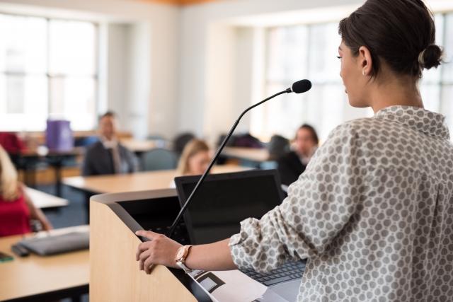 理系で英語プレゼンテーションを聞く前に知っておくべき内容は?